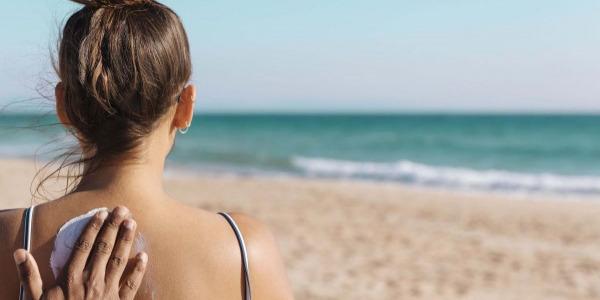 Quelle différence entre une crème solaire bio et une crème solaire classique ?